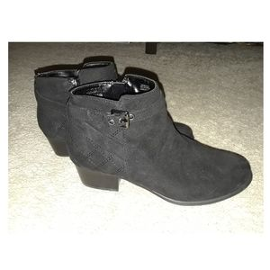 Univsa Suede Ankle Boots